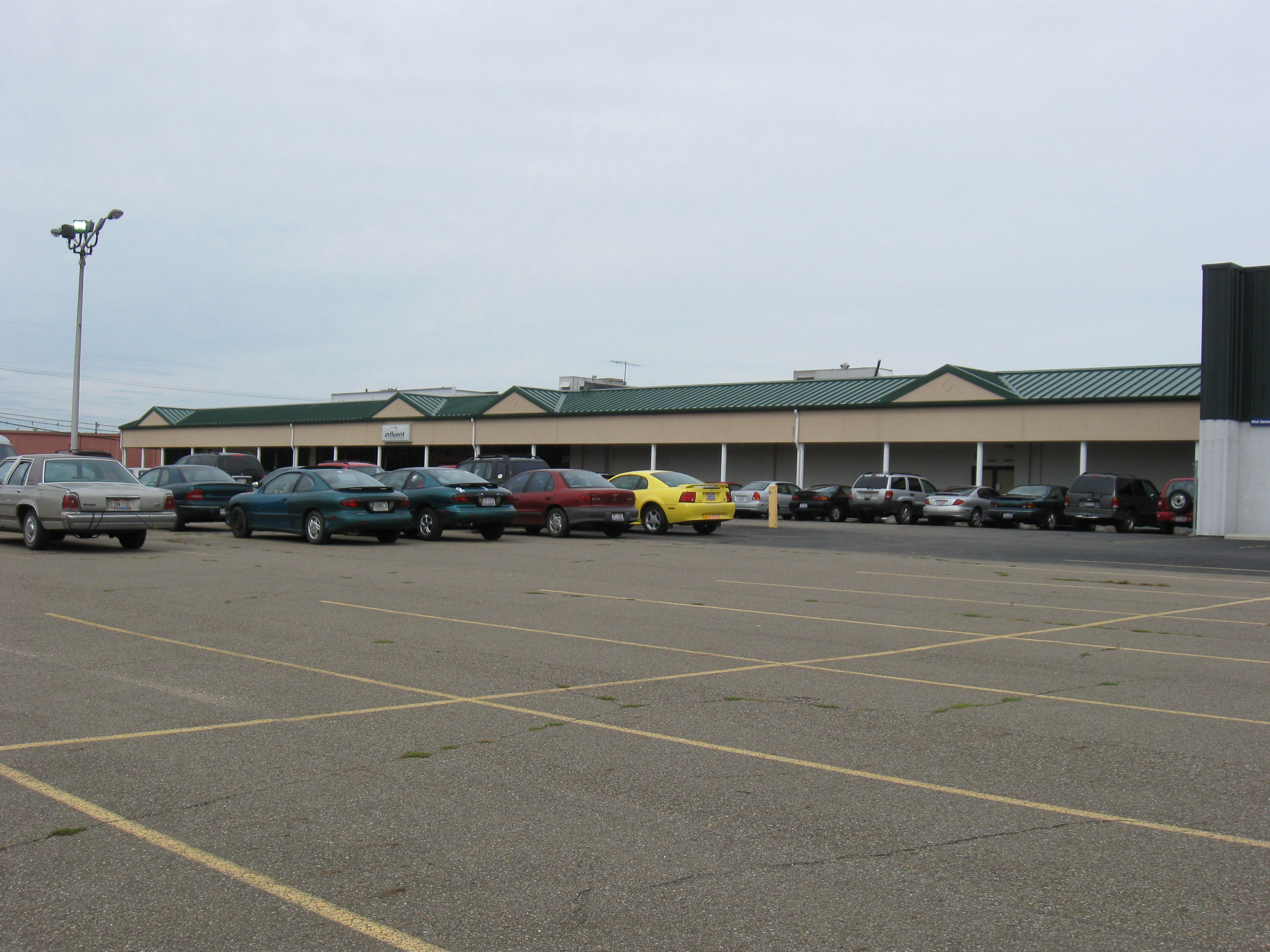 112,586 SQ.FT. SERVICE, OFFICE, ASSEMBLY & DISTRIBUTION